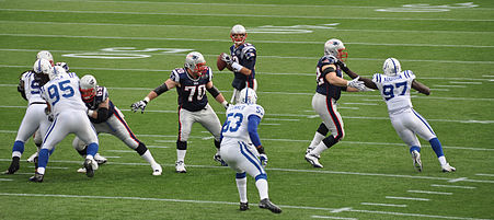 Tom_Brady_and_his_offensive_line